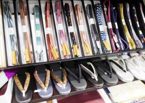 和装小物を通販でお探しなら和空間スポットガーデンで|帯締め・帯揚げ・帯留め・草履など多数取り扱っています。
